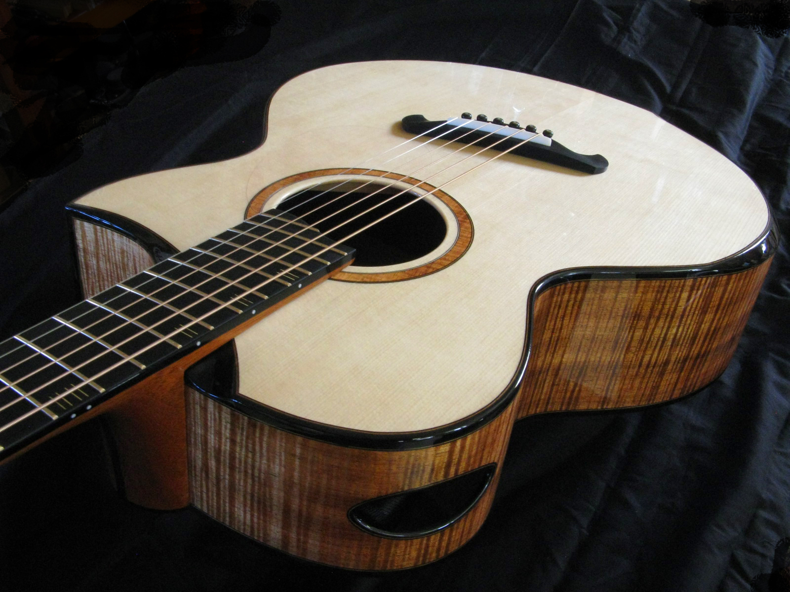 Bamburg Custom Guitar Fan Fret