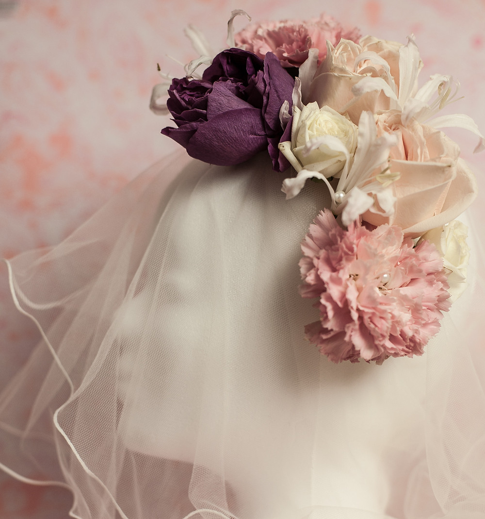 I love floral wreath. This wreath is for a bold bride with a vintage look and feel.
