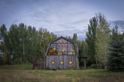 gallery-1485211294-wyoming-barn-inspired-guest-house-exterior