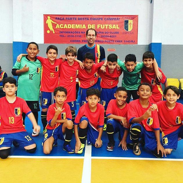 3124bab448a25 ... hoje é considerada a maior referência em escola de futsal dos 4 até 16  anos no Rio de Janeiro.