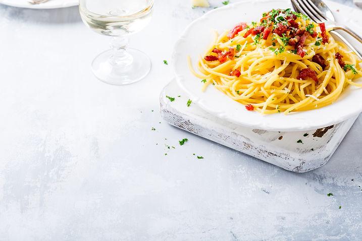 italian-pasta-carbonara-CYE2F6U.jpg