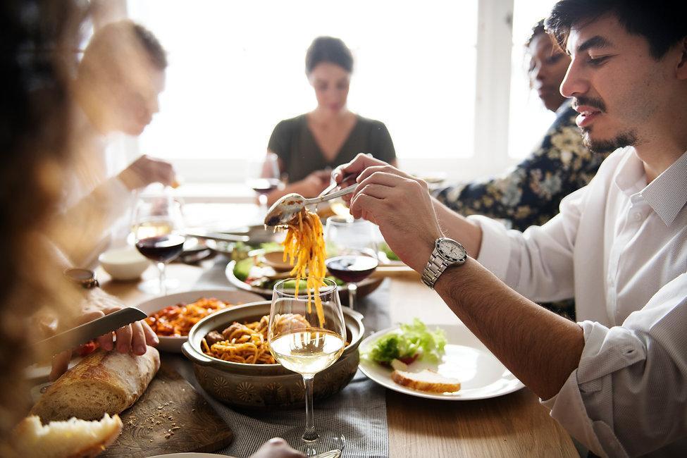 friends-gathering-having-italian-food-to
