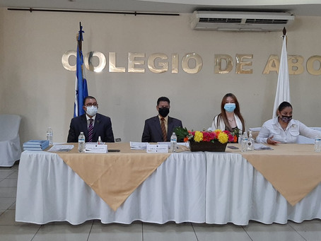 Acto de juramentación de incorporación de nuevos miembros y procuradores en Sede Central del Colegio