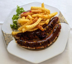Currywurst mit Pommes Frittes_edited