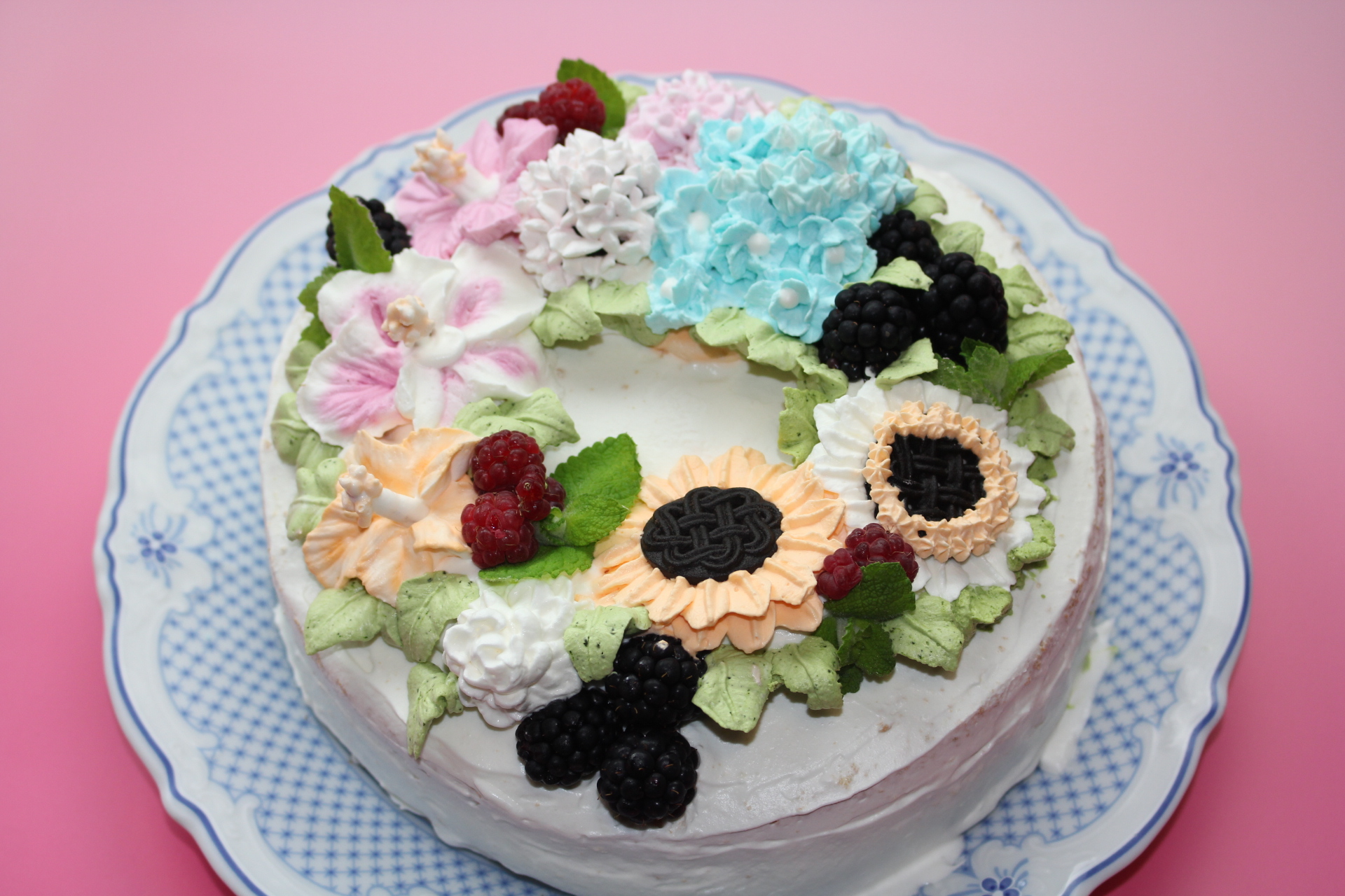 紫陽花とハイビスカスと向日葵のバースデーケーキ