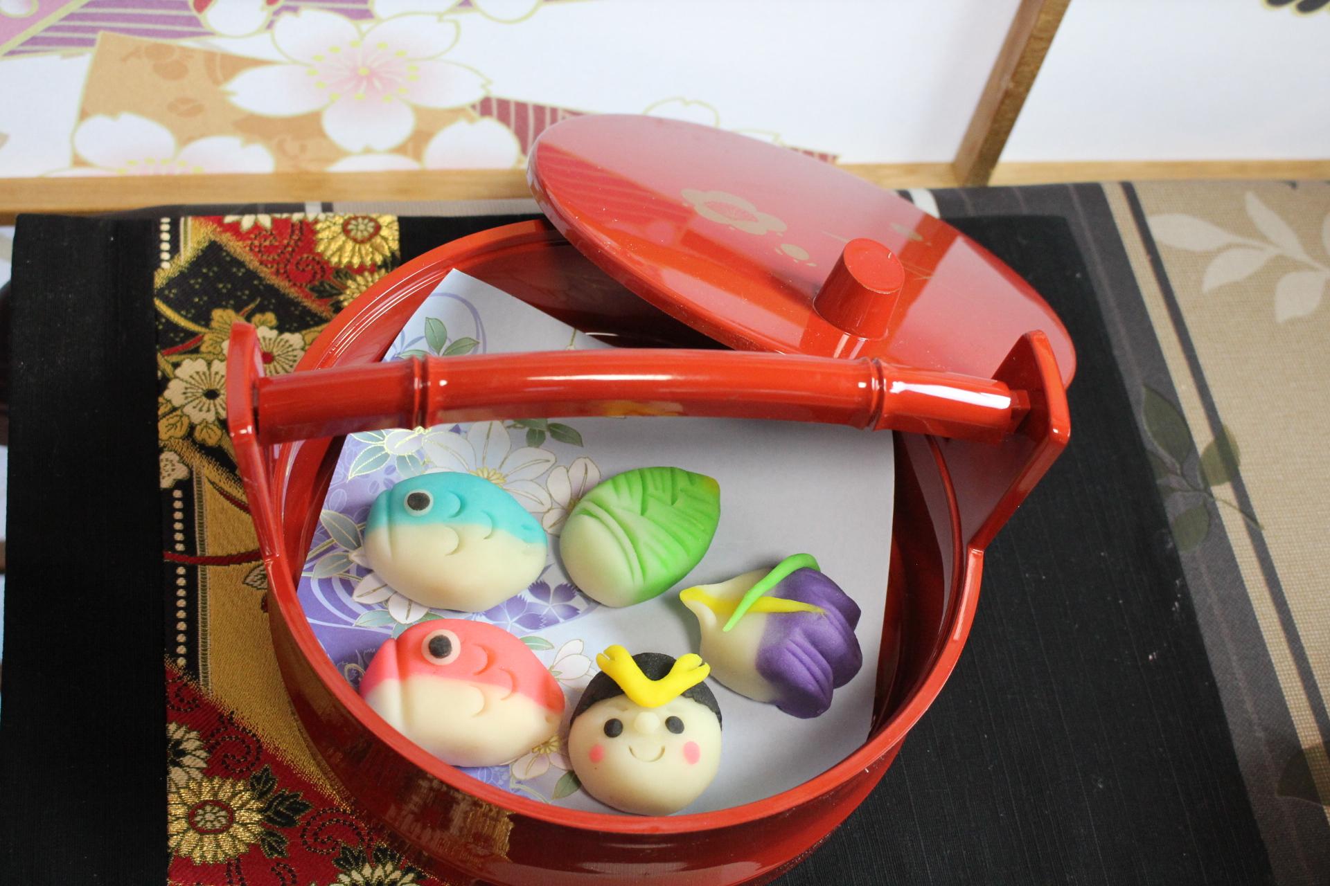 端午の節句 鯉のぼり、男の子、筍、菖蒲