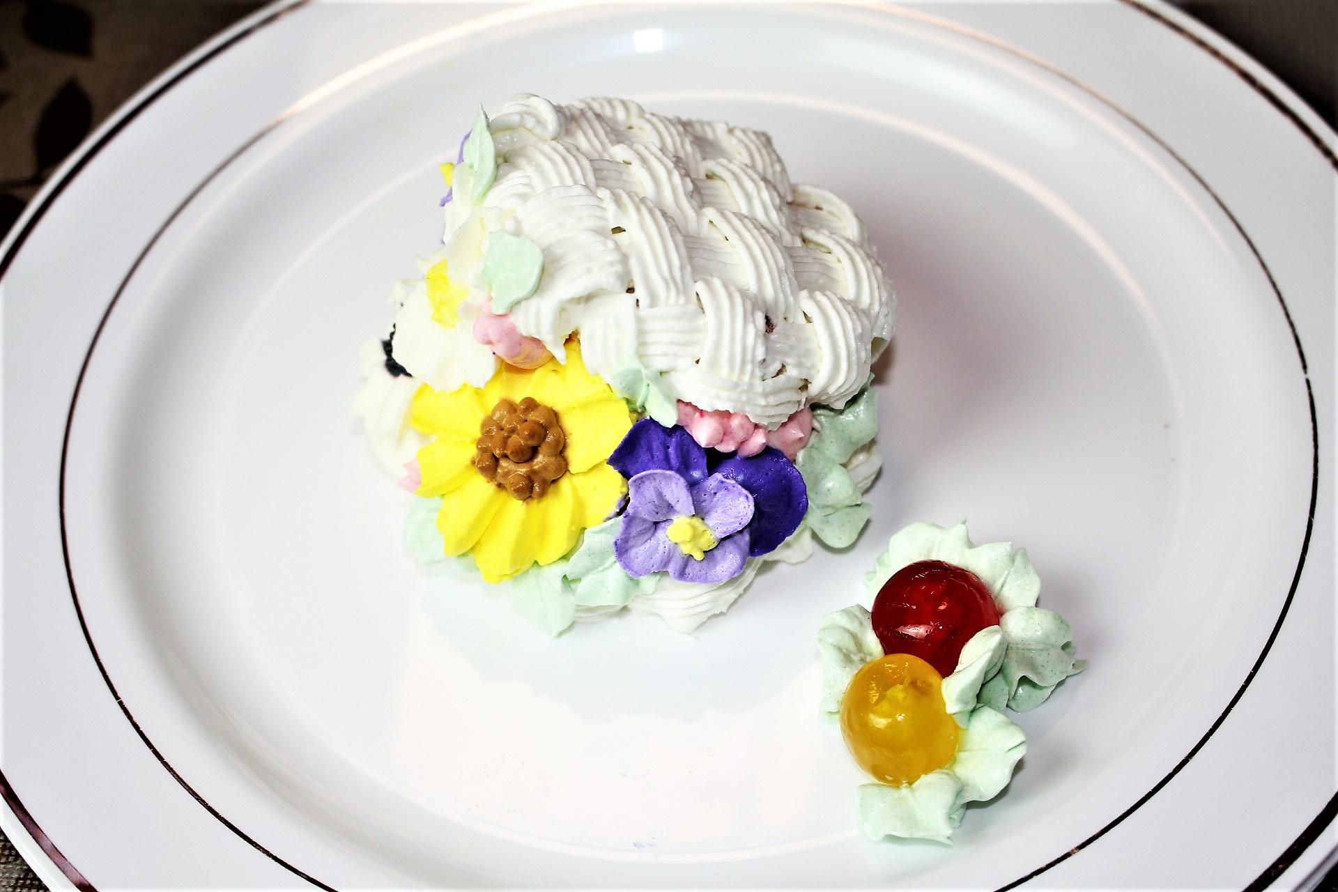 籠から溢れる向日葵のフラワーケーキ