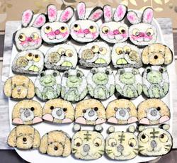 子供食堂へウサギ、かたつむり、カエル、犬、モグラの飾り巻き寿司