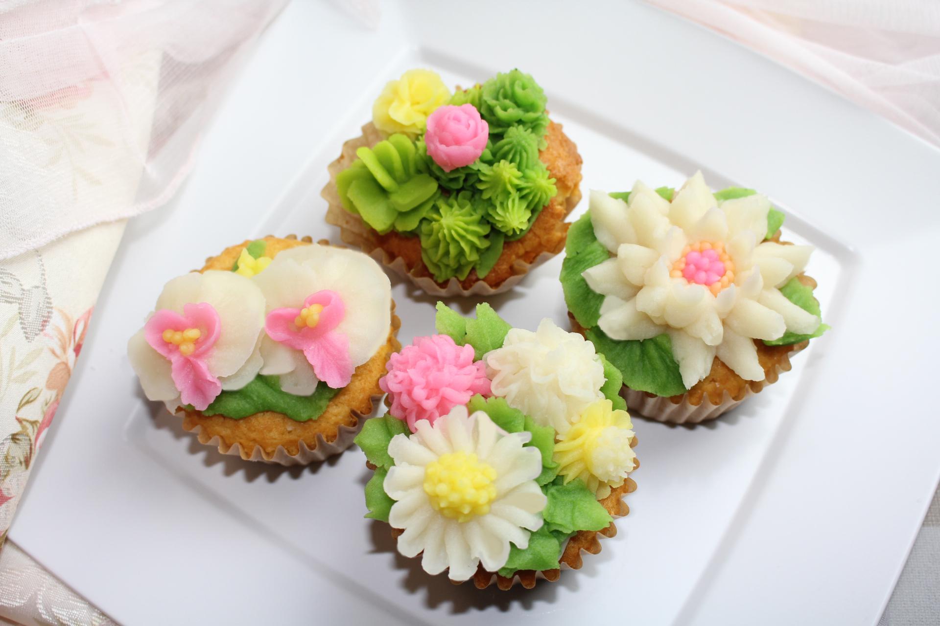 フラワーカップケーキ マーガレット、カクタス、胡蝶蘭