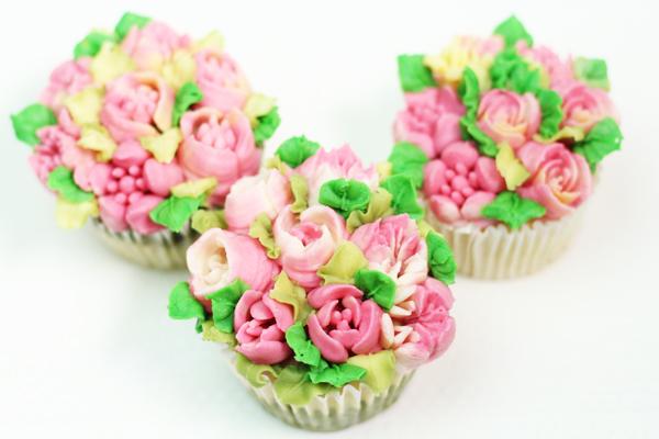 ロシア口金あんフラワーカップケーキ