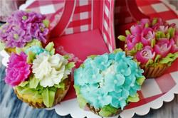 フラワーカップケーキ 紫陽花、チューリップ、カーネーション、ストック