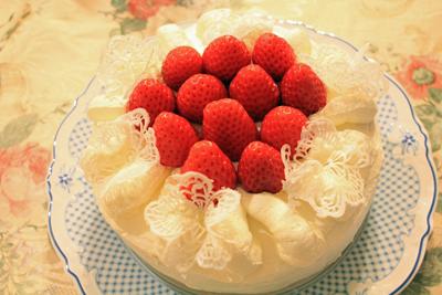 苺とトリコデコールのケーキ