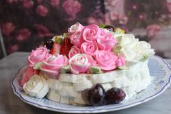 薔薇の花束のバースデーケーキ
