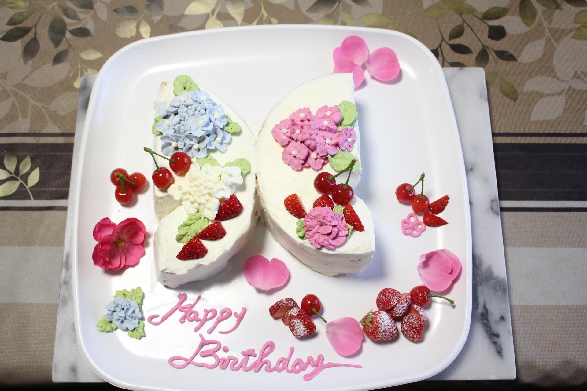 蝶型、紫陽花絞りのデコレーションケーキ