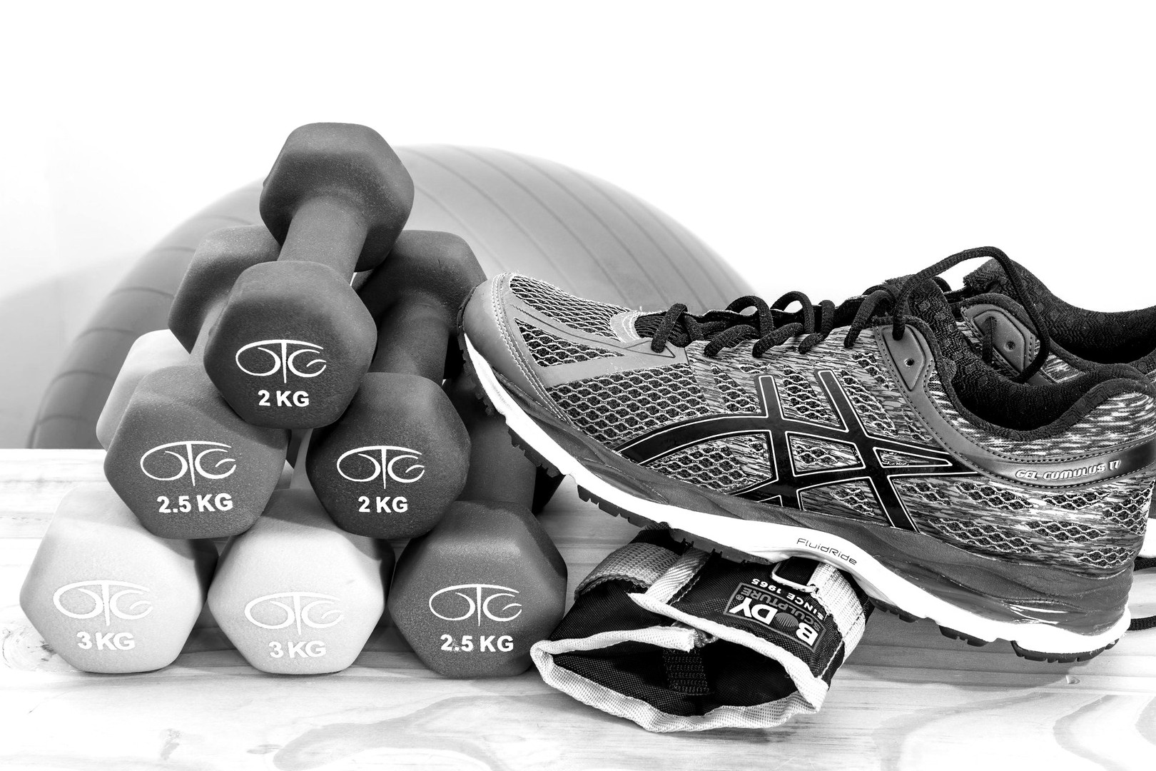 dumbbells-2465478_1920_edited.jpg
