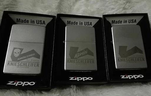 Zippo mit Lasergravur in Geschenkbox schwarz mit Benzin und Feuersteinen