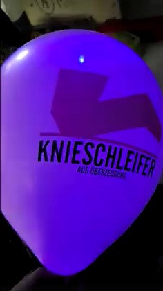 Ballon mit zweifarbigen Logodruck und LED innen. ca 7 Stunden leuchten sie