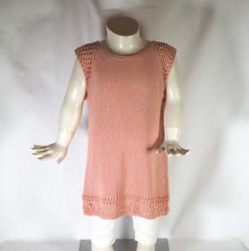 Hålmönstrad klänning