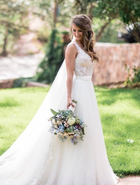 bride-3143984_edited.jpg
