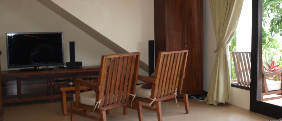 Capung seating area
