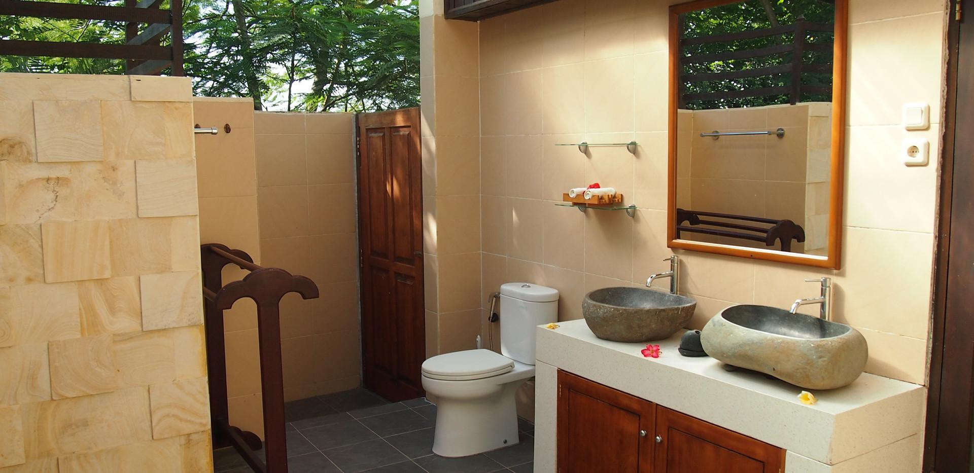 Downstairs bathroom Villa Capung