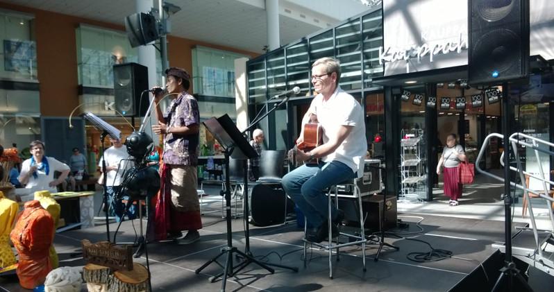 Bagus ja Kake Randelin esiintymässä Mikkelissä