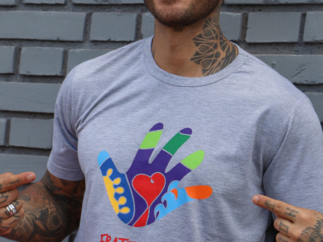 Lucas Lucco pede doações para a campanha de cestas básicas, durante live nas redes sociais