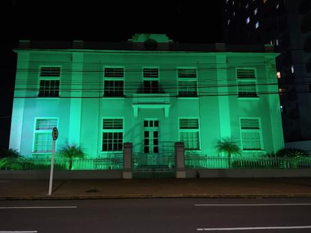 Sesc Cultura tem fachada iluminada durante o mês do Meio Ambiente