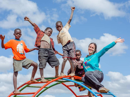 Jovem brasileira que deixou tudo para se dedicar ao voluntariado na África estará no IV Encontro da