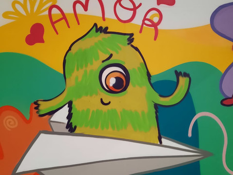Com palavras de apoio e imagens lúdicas, mural no Shopping incentiva doações para a AACC/MS