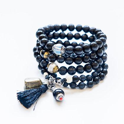Double wrap Onyx plus 3 Onyx bracelets