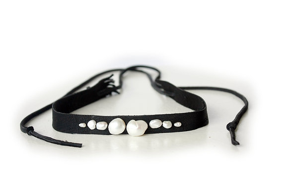 Multi size tappered white pearl Choker