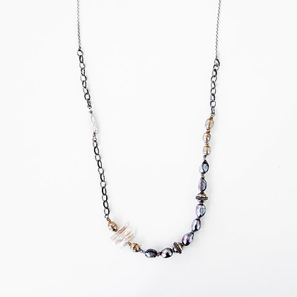 Mixed chain and Black/White pearl necklace