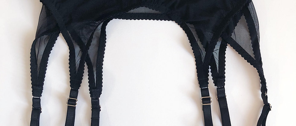 Basic black suspender