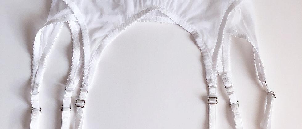 Basic white suspender