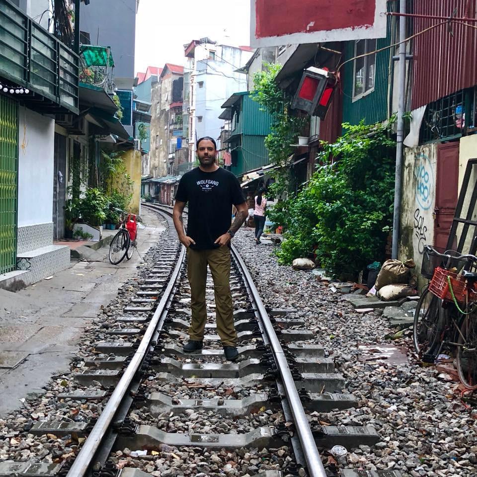 Adam_Hanoi_traintracks.jpg