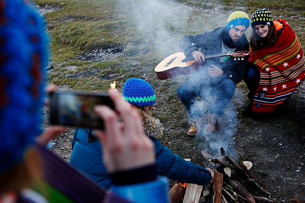 Young_people_Campfire