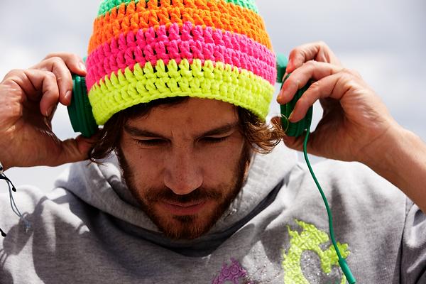 Man_with_earphones