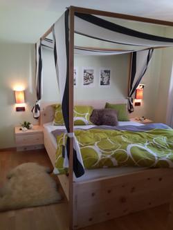 Zirmholz Bett