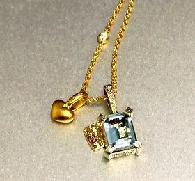 Aquamarine and diamond gold pendant