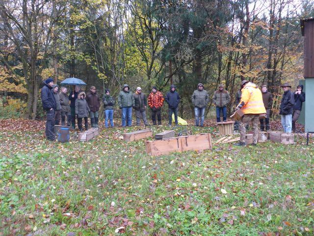 Teilnehmer des Kurses bei der Unterweisung