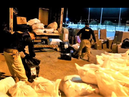 Footwear and counterfeit clothing are seized on the border between Bahia and Alagoas