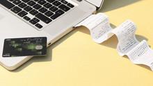 Produtos contrafeitos  são uma indústria de 460 bilhões de dólares, e a maioria são comprados e vend