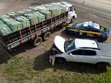 PRF apreende caminhão de Venâncio Aires carregado com R$ 500 mil de mercadorias estrangeiras em Bagé