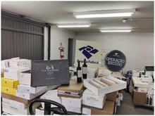 Receita Federal faz operação em estabelecimento comercial e retém bebidas importadas