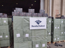 Federal Revenue seizes 40,000 adulterated TV Box units in the Port of Santos