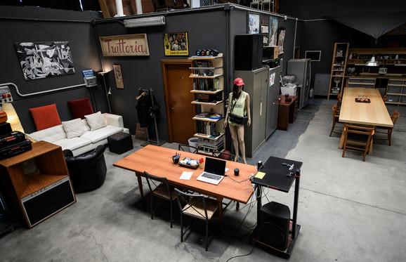 Tavolo da lavoro / computer / connessione internet