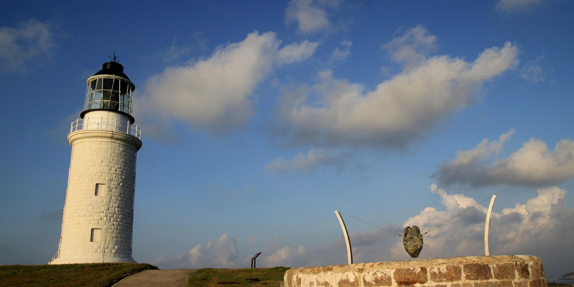 馬祖東莒藍天下的東犬燈塔