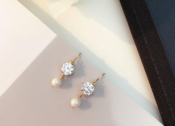 Pearl Shine Gold Earring