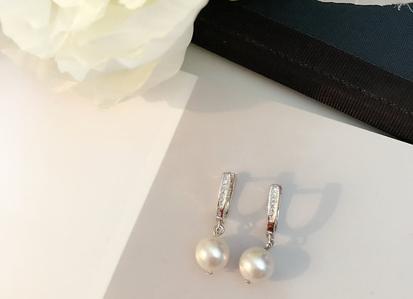 Swarovski Pearl and Sterling Silver Earring